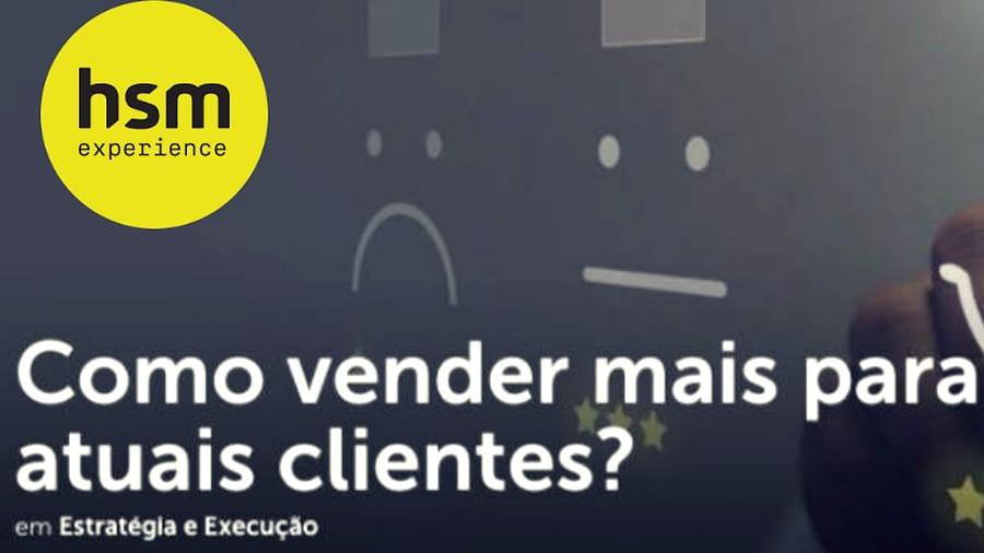 """Imagem com logotipo amarelo da HSM Experience com texto """"Como vender mais para atuais clientes""""e subtexto """"Estratégia e Execução""""."""